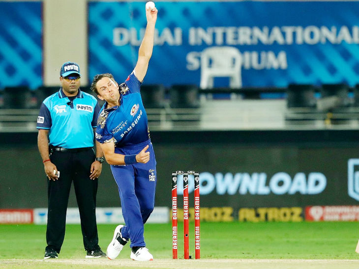 Trent Bolt gave Delhi two big blows in the very first over of the innings.  He sent Prithvi Shaw and Ajinkya Rahane to the pavilion.