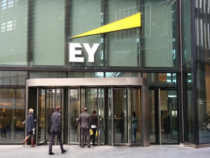 एनएमसी हेल्थ में E&Yऑडिटर थी। इस कंपनी से 4 अरब डॉलर की रकम बैंक लोन के रूप में निकाल ली गई और इसकी एंट्री कंपनी के बुक्स में नहीं दिखाई गई। इसी आधार पर यह लीगल एक्शन लिया जा रहा है - Dainik Bhaskar