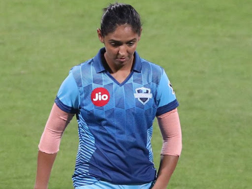 सुपरनोवाज की कप्तान हरमनप्रीत कौर ने वुमन्स टी-20 चैलेंज में ट्रेलब्लेजर्स के खिलाफ 29 गेंद पर 31 रन बनाए। - Dainik Bhaskar