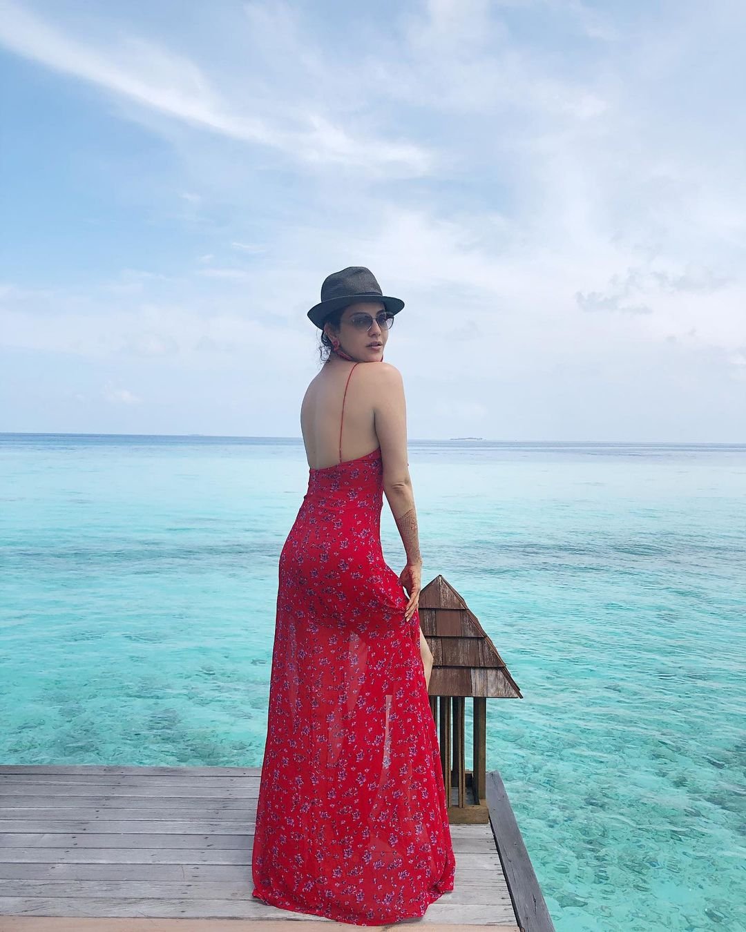 Kajal Aggarwal stuns in red, shares pics from Maldives honeymoon | मालदीव  में हनीमून मना रहीं काजल अग्रवाल, बीच किनारे रेड ड्रेस में दिखा ग्लैमरस  लुक, वायरल हुईं फोटोज ...