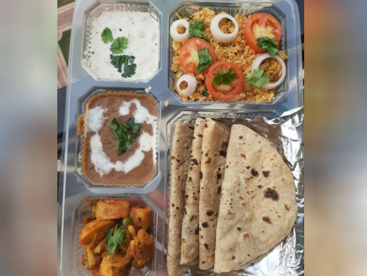 Jinisha started Tiffin Services business two years ago. Now he is in touch with food delivery startup Zomato for delivery of Tiffin service outside the city.