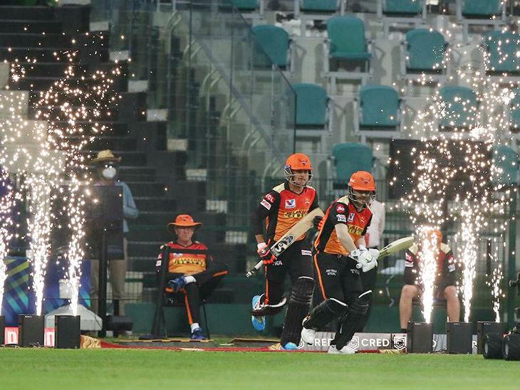 सनराइजर्स हैदराबाद के लिए कप्तान डेविड वॉर्नर और युवा बल्लेबाज प्रियम गर्ग ने ओपनिंग की। हालांकि, वॉर्नर पारी के दूसरे ओवर में ही 2 रन बनाकर आउट हो गए।