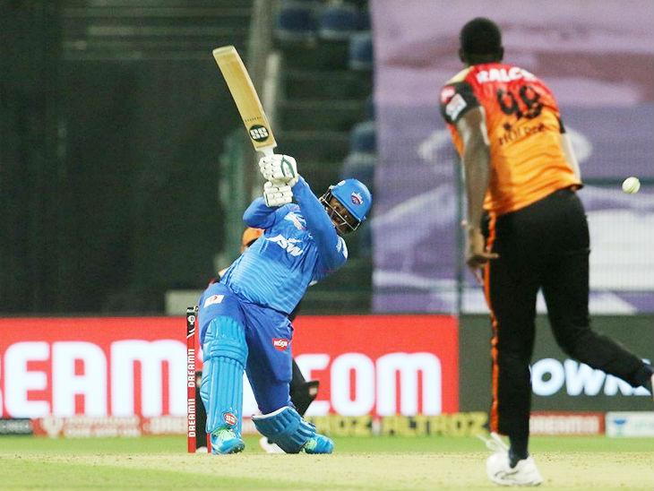 आखिर में दिल्ली के शिमरॉन हेटमायर ने तेज पारी खेली। वे 22 बॉल पर 42 रन बनाकर नाबाद रहे।