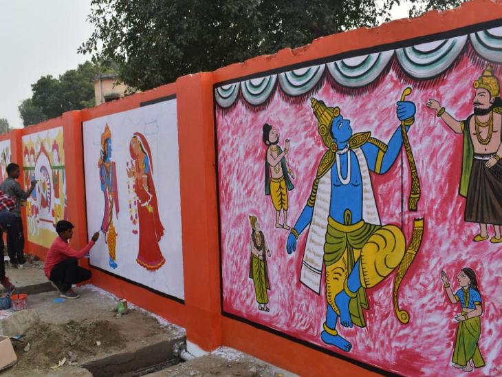 अयोध्या का सरयू तट स्वागत द्वारों व उन पर बनी राम कथा की पेंटिंग से आकर्षण का केंद्र बन रहा है। - Dainik Bhaskar