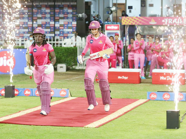 Captain Smriti Mandhana and Dindra Dotin came out for the opening for the Trailblazers.