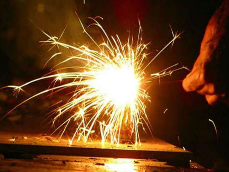 राजधानी लखनऊ, वाराणसी समेत 13 जिलों में आतिशबाजी व पटाखों की बिक्री पर रोक, गृह विभाग ने जारी किया आदेश|लखनऊ,Lucknow - Dainik Bhaskar