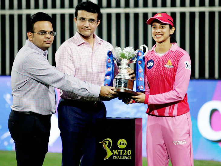 BCCI President Sourav Ganguly and Secretary Jai Shah awarding the Women's T20 Challenge trophy to Smriti Mandhana, captain of Trailblazers.