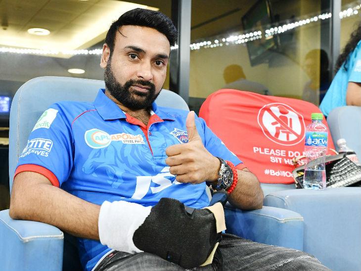 Injured Amit Mishra was seen supporting his team Delhi Capitals.
