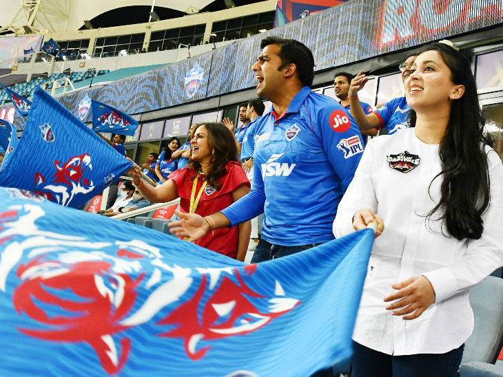 Parth Jindal and wife Anushree, the owners of the Delhi team, cheered their team.