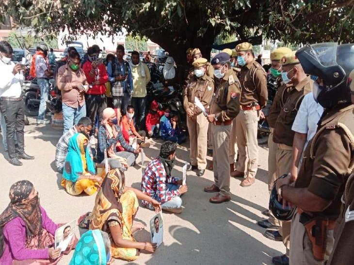 वाराणसी में लापता व्यवसाई के परिजन जिला मुख्यालय पर धरने पर बैठे, सांसद अनुप्रिया पटेल ने लिखा पत्र वाराणसी,Varanasi - Dainik Bhaskar