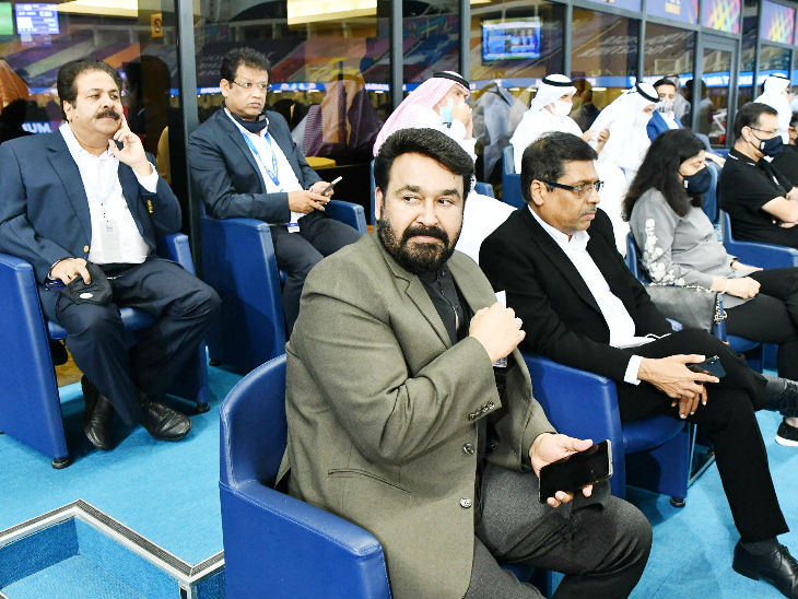 South's superstar Mohanlal arrived to watch the match.