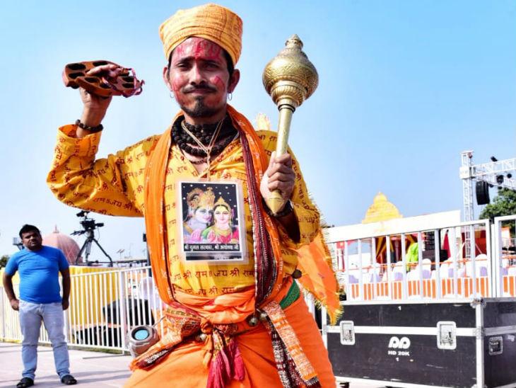 बजरंगबली की भूमिका में एक राम भक्त।