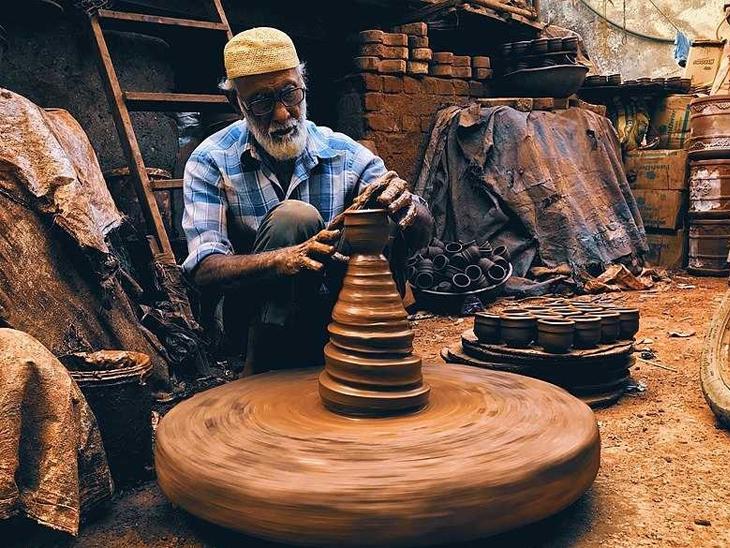 कुंभरवाड़ा मुंबई का मिट्टी के बर्तनों का सबसे बड़ा बाजार है।