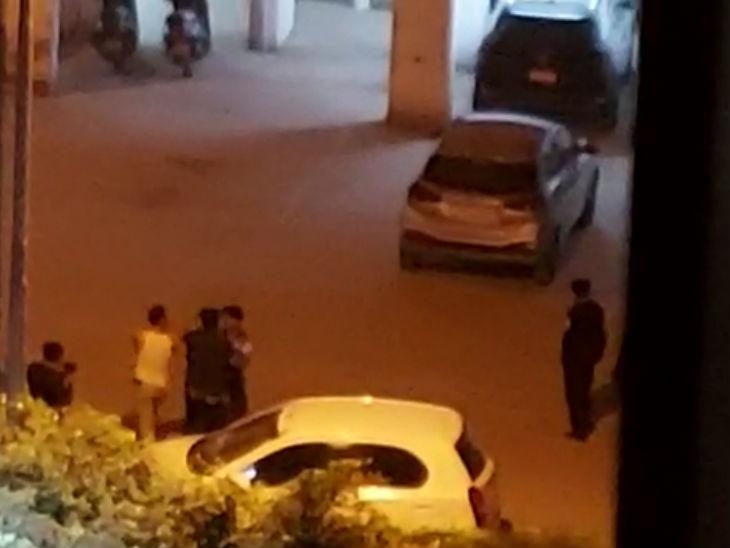 नशे में पुलिसकर्मी का हाईवोल्टेज ड्रामा: ग्रेटर नोएडा की सोसायट