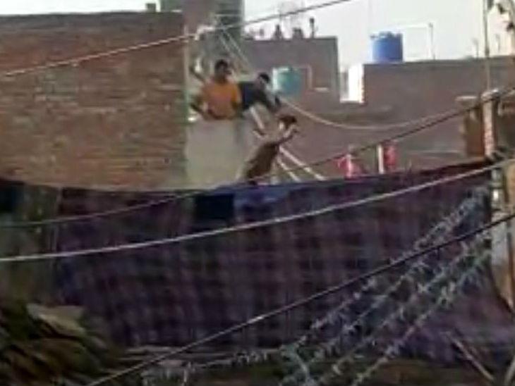 अलीगढ़ में टकराव: नाले पर दुकान लगाने को लेकर दो गुटों में विवाद, एक घंटे चले ईंट-पत्थर