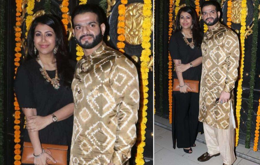 'ये है मोहब्बतें' एक्टर करण पटेल पत्नी अंकिता भार्गव के साथ पार्टी में पहुंचे। अंकिता ब्लैक आउटफिट में दिखीं। वहीं, करण बांधनी कुर्ता और पायजामा में दिखे।