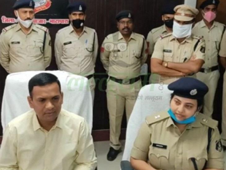 छत्तीसगढ़ के बलौदाबाजार पुलिस ने लोगों के गायब हुए मोबाइल बरामद कर उन्हें सौंपे। टीम ने 13 लाख रुपए कीमत के ऐसे करीब 100 से ज्यादा मोबाइल बरामद किए। - Dainik Bhaskar