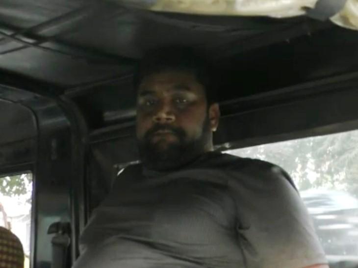 वाराणसी में भर्ती के नाम पर युवकों से 28 लाख लेने वाला गिरफ्तार, फर्जी नियुक्ति पत्र देकर कई लोगों को ठगा|वाराणसी,Varanasi - Dainik Bhaskar