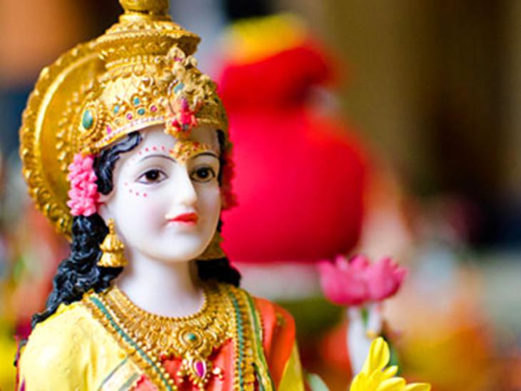 दीपावली लक्ष्मीजी की कैसी तस्वीर की पूजा करें? देवी को पूजा में गन्ना और सिंघाड़े खासतौर पर क्यों चढ़ाते हैं? धर्म,Dharm - Dainik Bhaskar