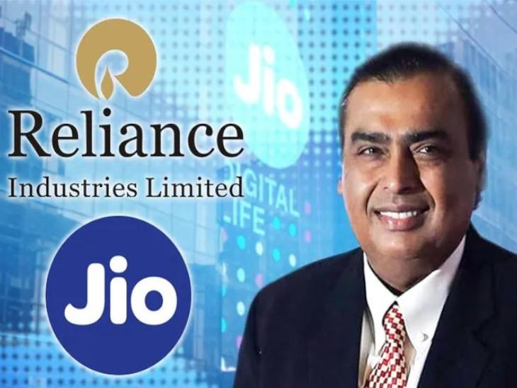 मुकेश अंबानी रिलायंस इंडस्ट्रीज लिमिटेड की सब्सिडियरी की हिस्सेदारी बेचकर निवेश जुटा रहे हैं। - Dainik Bhaskar