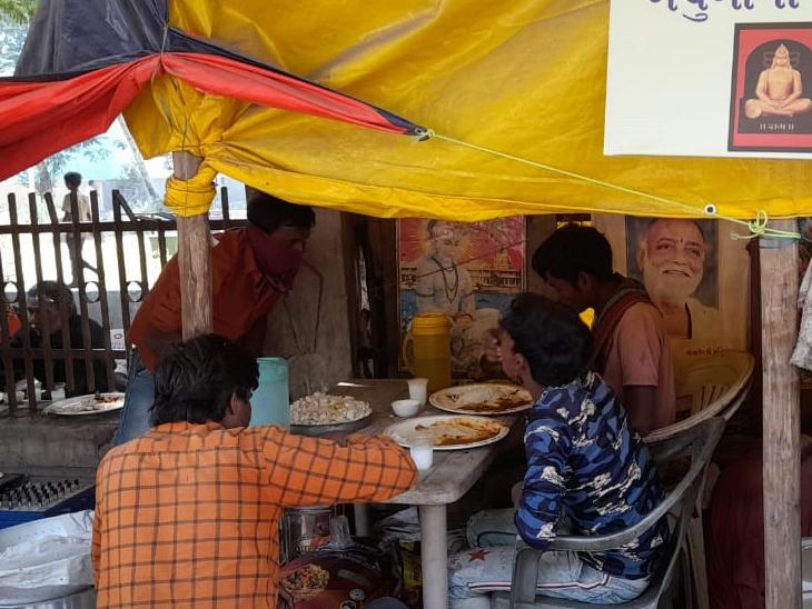 बचुदादा के ढाबे पर ग्राहकों की भीड़ बढ़ने लगी। पहले जहां दिन भर में उनके ढाबे पर 30 से 40 लोग ही आया करते थे। अब वहीं यह संख्या 150 तक पहुंच चुकी है।