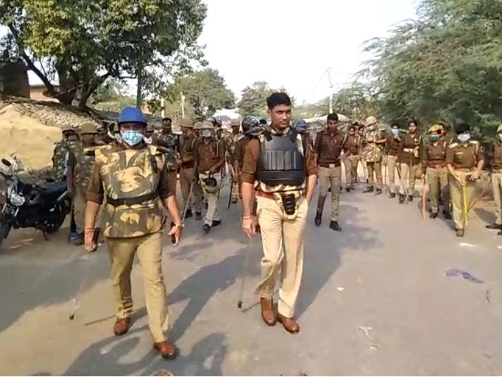 जालौन: पुलिस ग्रामीणों के बीच झड़प: जुआरियों की गिरफ्तारी के विरोध में ग्रामीणों ने किया पथराव, 3 पुलिसकर्मी घायल, 24 उपद्रवी हिरासत में