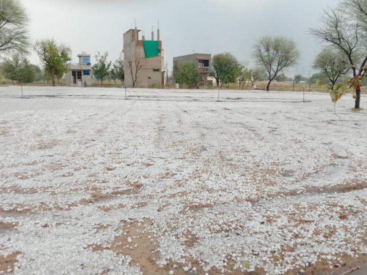 जयपुर में 10 से 15 मिनट गिरे ओले, सड़कों पर बिछ गई मोटी परत; देखिए 11 फोटो राजस्थान,Rajasthan - Dainik Bhaskar