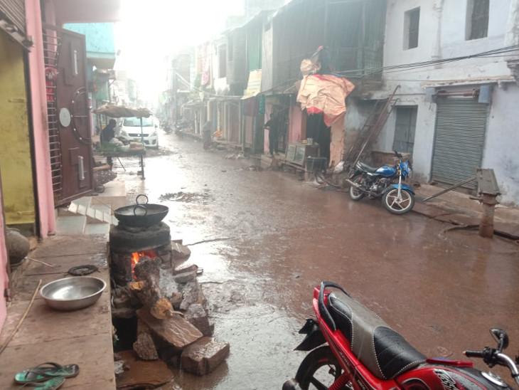 बारां जिले के शाहबाद में अच्छी बरसात हुई। गलियों में पानी भर गया।