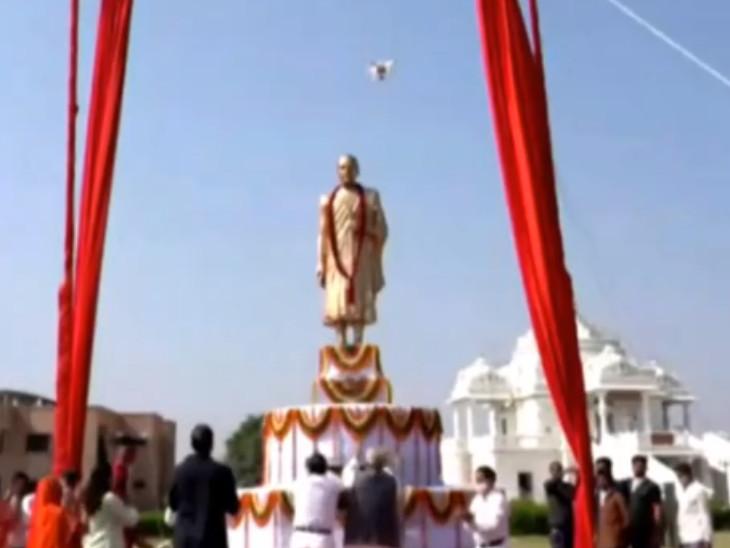 जैन आचार्य विजय वल्लभ की प्रतिमा का मोदी ने वीडियो कॉफ्रेंसिंग के माध्यम से अनावरण किया।