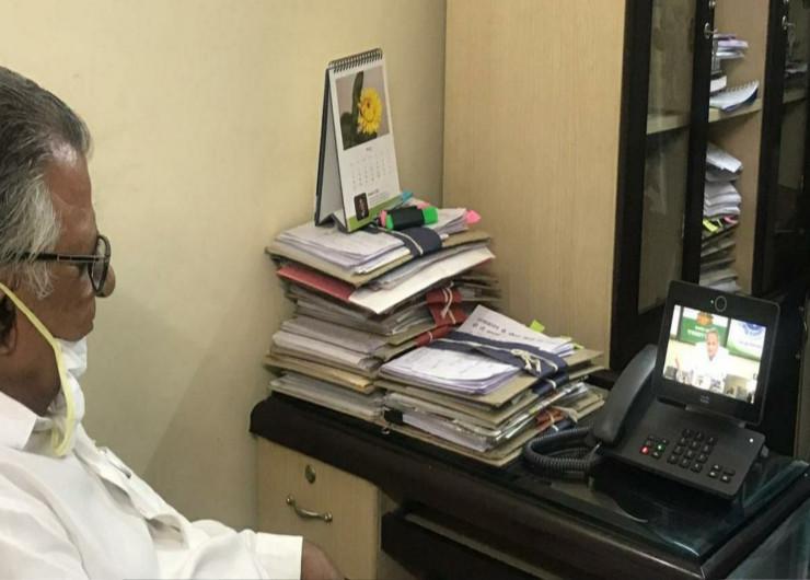 कोरोना महामारी के दौरान अपने मंत्रालय में मुख्यमंत्री अशोक गहलोत की वर्चुअल मीटिंग में मौजूद रहे मास्टर भंवरलाल- फाइल।
