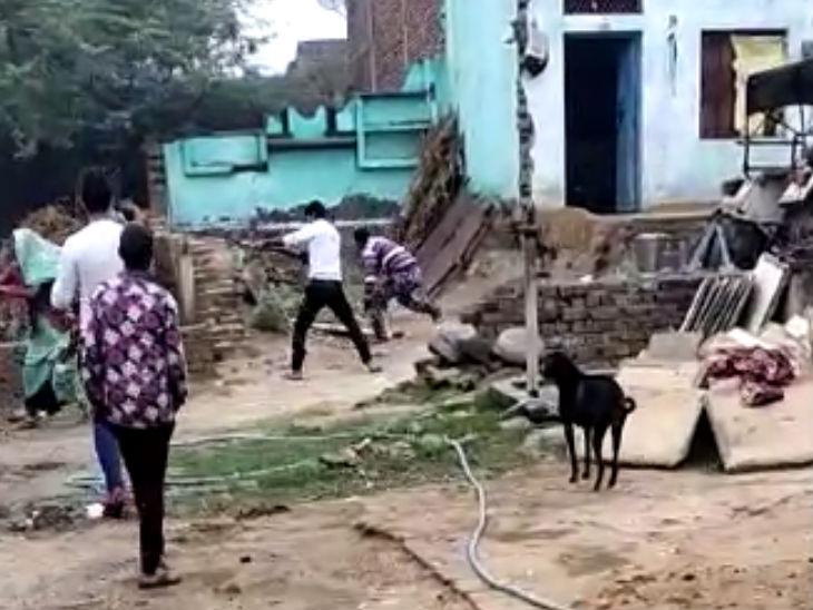 अलीगढ़ में मर्डर का LIVE वीडियो: बुजुर्ग ने हरे पेड़ काटने से मनाया तो गोली मारकर की हत्या;  भीड़ ने गुनगुन, 4 को गिरफ्तार किया
