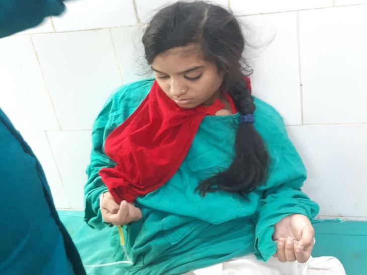 हादसे में बची नाजिया को अस्पताल में भर्ती किया गया है।
