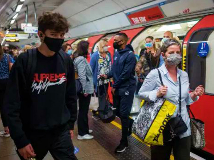 Passengers wearing masks at a metro station in Berlin. The German government is considering imposing a soft lockdown in the country, but state governments are opposing it.