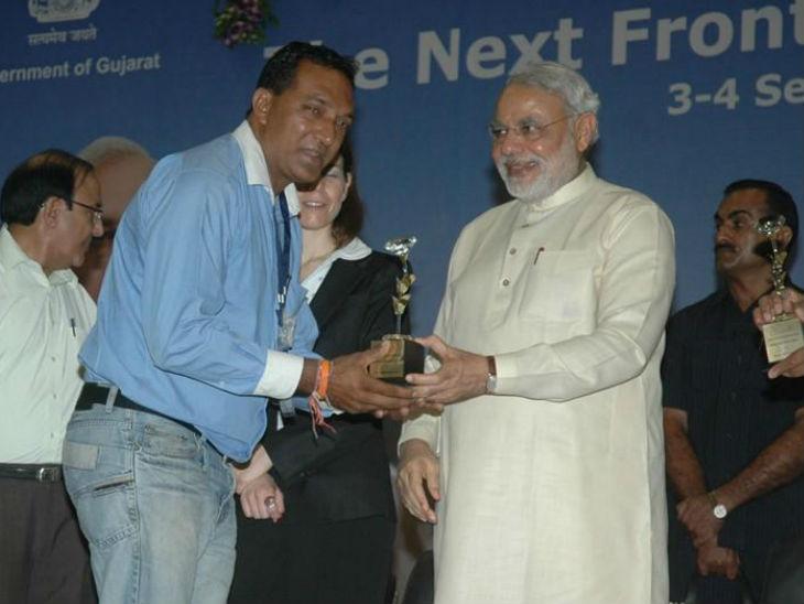 2015 में प्रधानमंत्री नरेंद्र मोदी ने दीपेन को पटना में सम्मानित किया था।