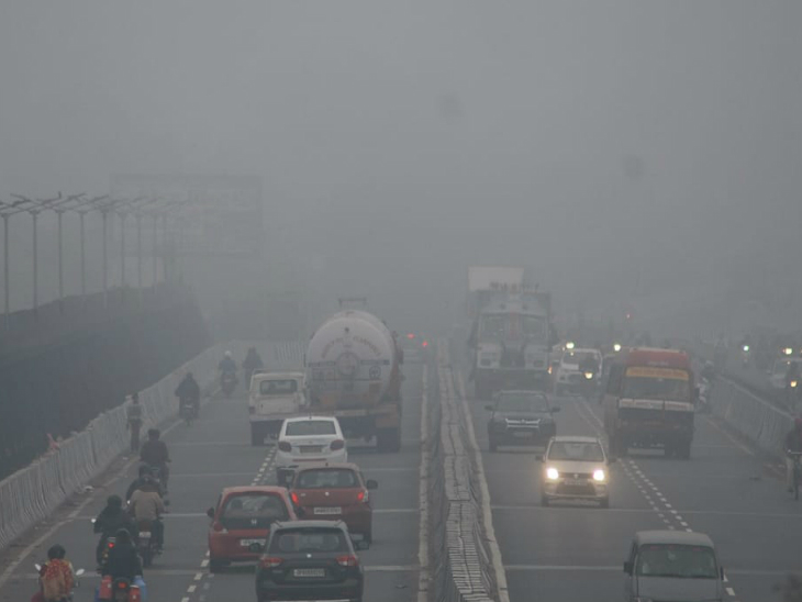 The effect of fog showing on the road.
