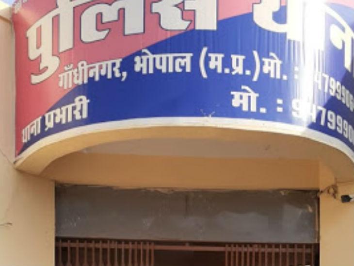 दादी के घर से निकलते ही 20 साल की पोती ने फांसी लगाई; परिजन नहीं समझ पा रहे क्यों उठाया कदम|भोपाल,Bhopal - Dainik Bhaskar