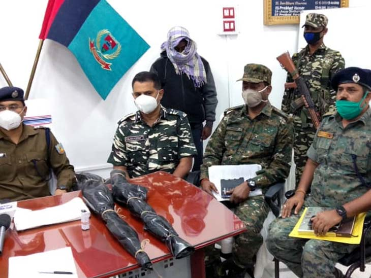 पांच लाख रुपए का इनामी नक्सली गिरफ्तार, दो देसी राइफल और पांच राउंड गोली भी बरामद|झारखंड,Jharkhand - Dainik Bhaskar