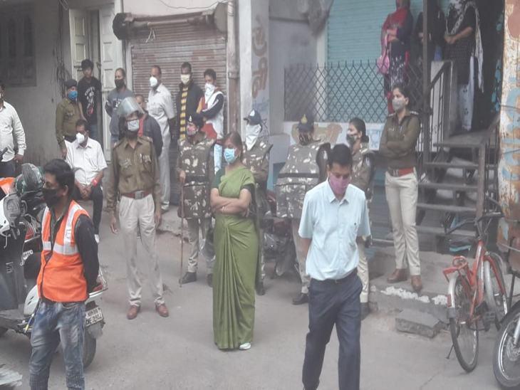 टीम ने रानीपुरा में दो मंजिला मकान भी जमींदोज किया।