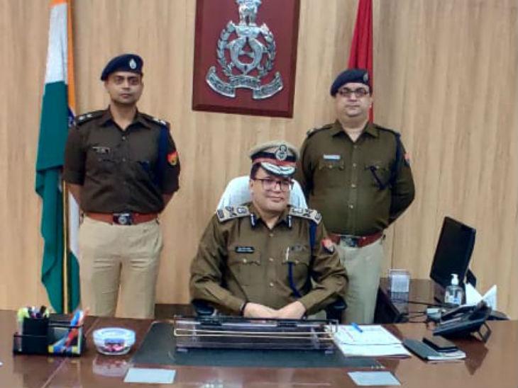 राजधानी लखनऊ में मंगलवार रात नए पुलिस कमिश्नर DK ठाकुर ने चार्ज संभाल लिया है। वे 10 साल पहले बसपा सरकार में लखनऊ पुलिस की कमान संभाल चुके हैं। - Dainik Bhaskar