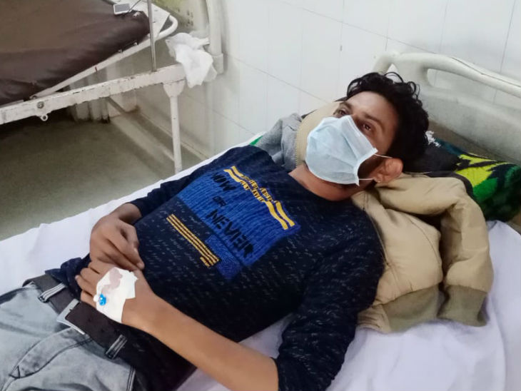 Injured Ward Boy admitted to District Hospital.