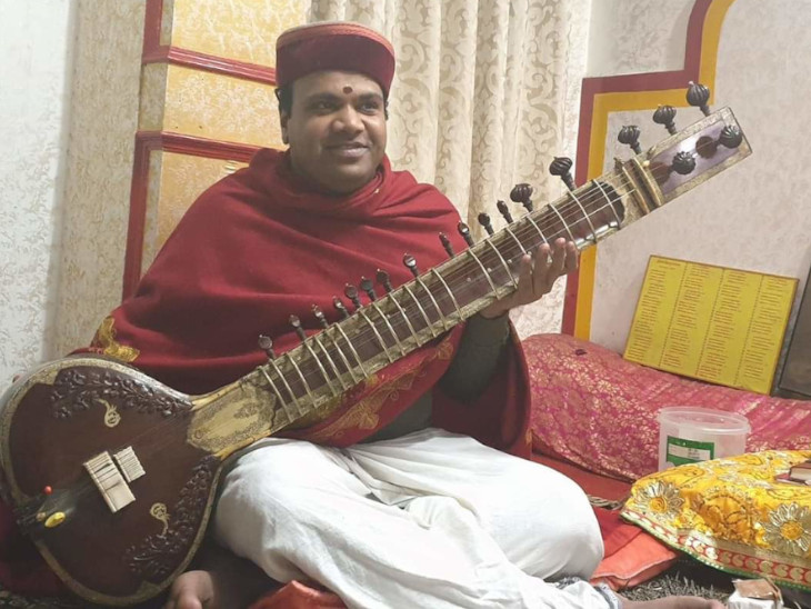 Rawal Ishwarpradhas Namboodari is Rawal of Badrinath since 2014.