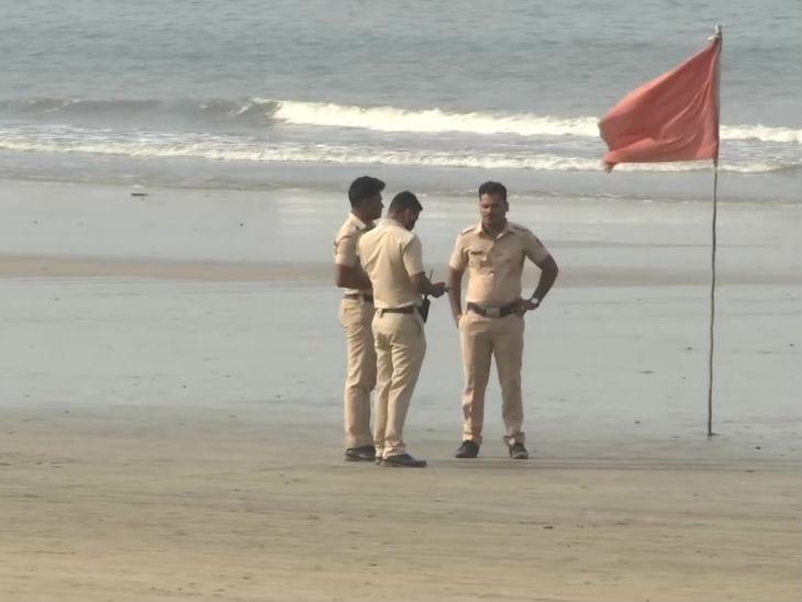 मुंबई में कोरोना के कारण सार्वजनिक रूप से छठ पूजा पर रोक लगाई गई है।