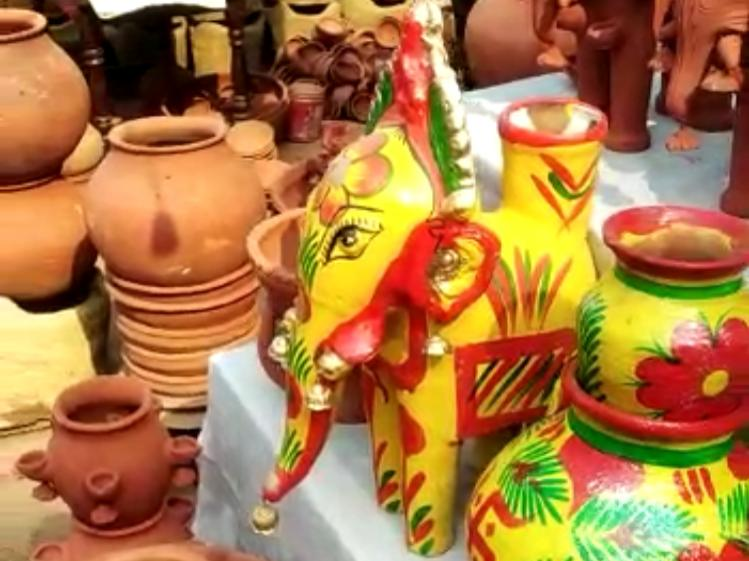 मिट्टी के बने इन रंग-बिरंगे हाथियों के साथ ही कोसी पूजन की विधि होती है।