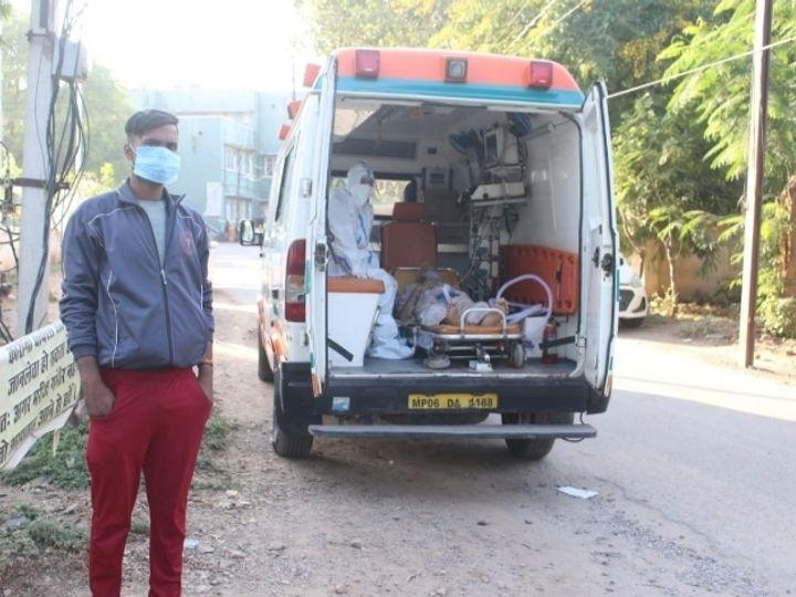 हादसे के दौरान एक और एंबुलेंस कोरोना मरीजों को लेकर अस्पताल पहुंची थी।