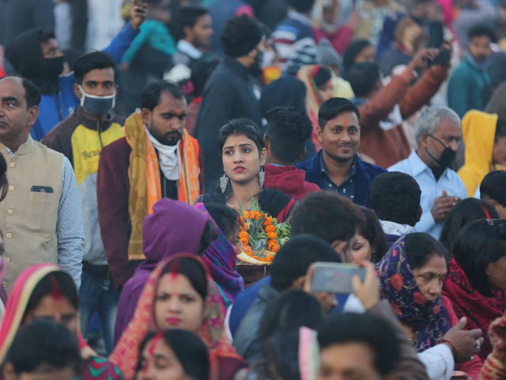 People reached the Ghats in Lucknow during Chhath festival.