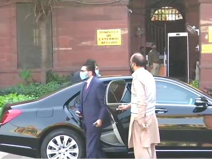 विदेश मंत्रालय पहुंचे पाक उच्चायोग के अफसर।