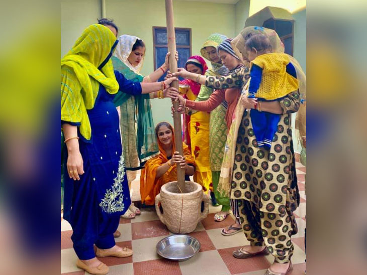 The women of the family perform the ritual of banning Sangeeta.