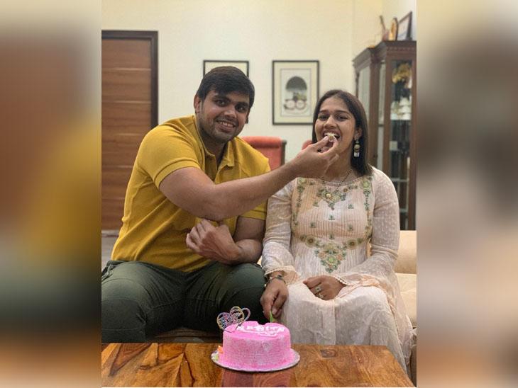 On November 20, Vivek Suhag, husband feeding cake on Babita Phogat's birthday.