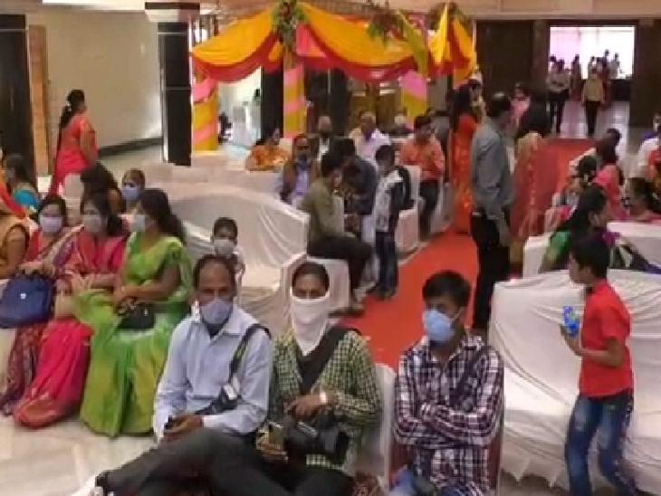 200 की जगह 100 लोगों की मौजूदगी में हुई शादी।