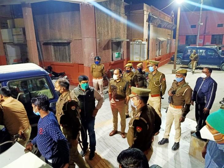 पचास हजार का इनामी बदमाश ढेर: वाराणसी पुलिस ने मुठभेड़ में अपराधी मोनू चौहान को मार गिराया, दो पुलिसकर्मियों को भी बचाया गया